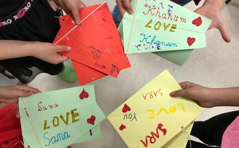 Making Paper Kites with Refugee Kids in Buch